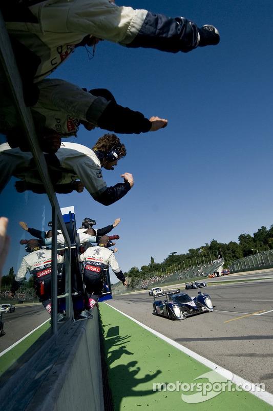 #7 Peugeot Sport Total Peugeot 908: Sébastien Bourdais, Anthony Davidson takes the win
