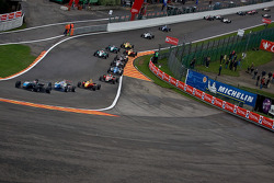 Roberto Merhi leads from the start