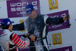 Robert Wickens soaks his engineer