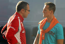 Stefano Domenicali Ferrari Direktörüü ve Michael Schumacher, Mercedes GP F1 Team