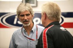 Damon Hill, talks with Paul Jackson iSport team principal