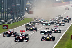 Fernando Alonso, Scuderia Ferrari leads Sebastian Vettel, Red Bull Racing at the start of the race