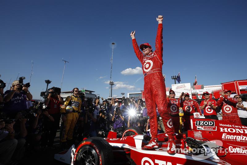 Race winner Scott Dixon, Target Chip Ganassi Racing celebrates