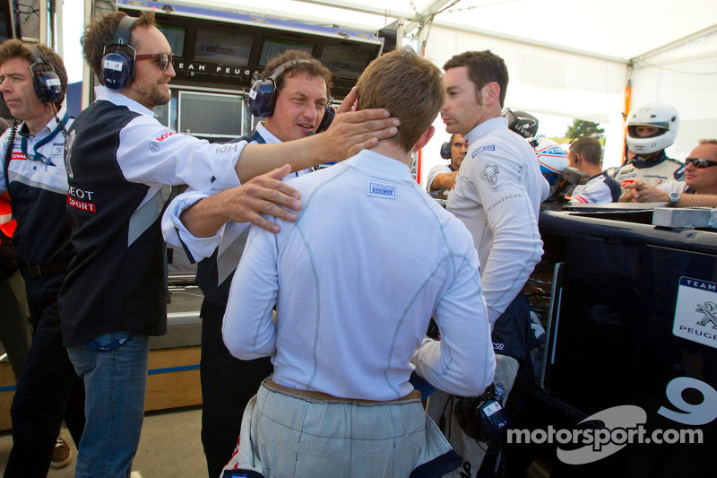 Pole winner Anthony Davidson celebrates with Franck Montagny and Simon Pagenaud