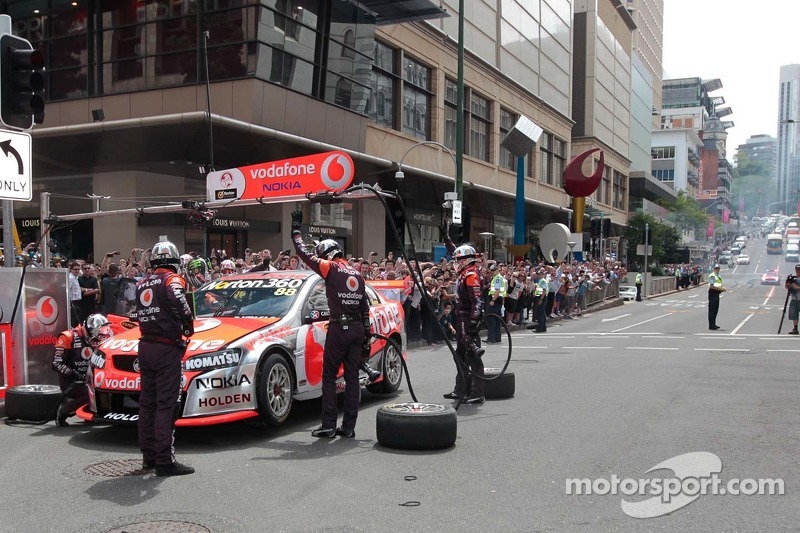Team Vodafone during a lunchtime pitstop in Brisbane at Surfers