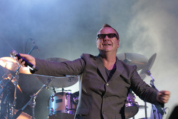 Simple Minds perform