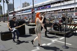 Vanessa Amorosi performs
