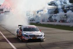 Race winner Jamie Green, Team HWA, AMG Mercedes C-Klasse