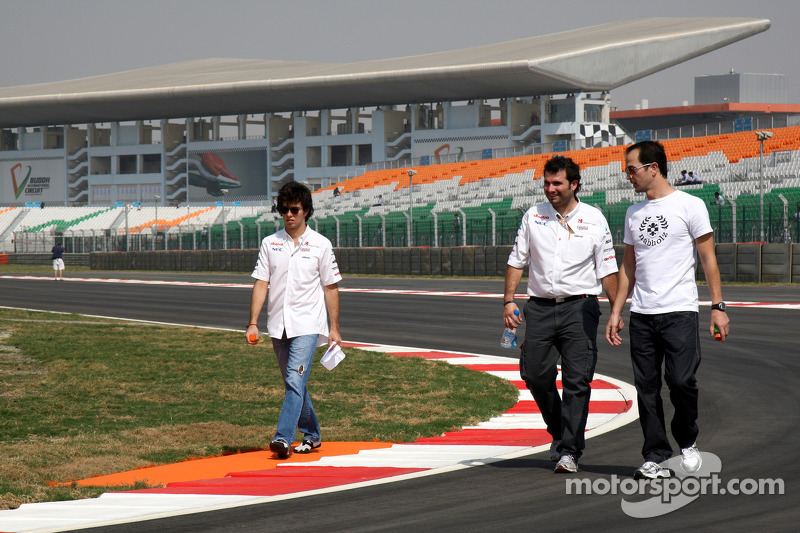 Sergio Perez, Sauber F1 Team walks the track