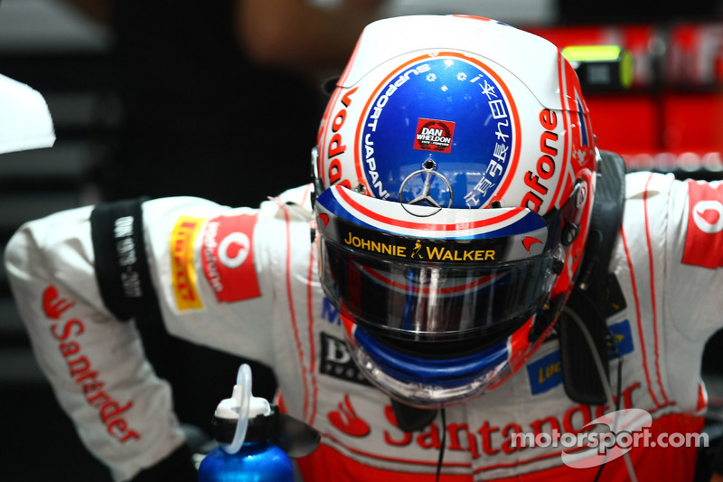 Jenson Button, McLaren Mercedes with a Dan Wheldon sticker on his helmet
