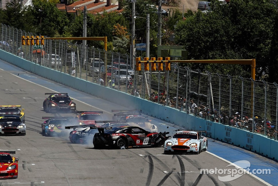 Start: the #23 JR Motorsports Nissan GT-R of Lucas Luhr, Michael Krumm involved in a crash