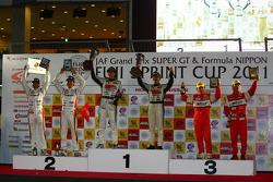 GT300 overall podium: first place Nobuteru Taniguchi, Taku Bamba, second place Masami Kageyama, Tomonobu Fujii, third place Tetsuya Tanaka, Katsuyuki Hiranaka