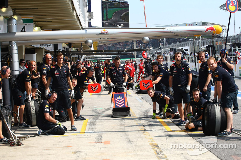 The Red Bull team await for a pit stop