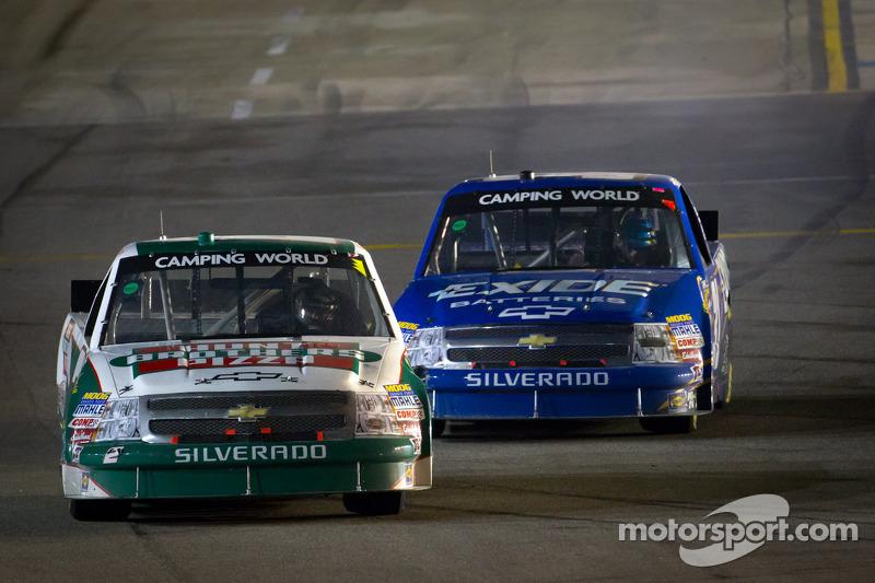 Kevin Harvick, Kevin Harvick Inc. Chevrolet leads James Buescher, Turner Motorsport Chevrolet back to the track