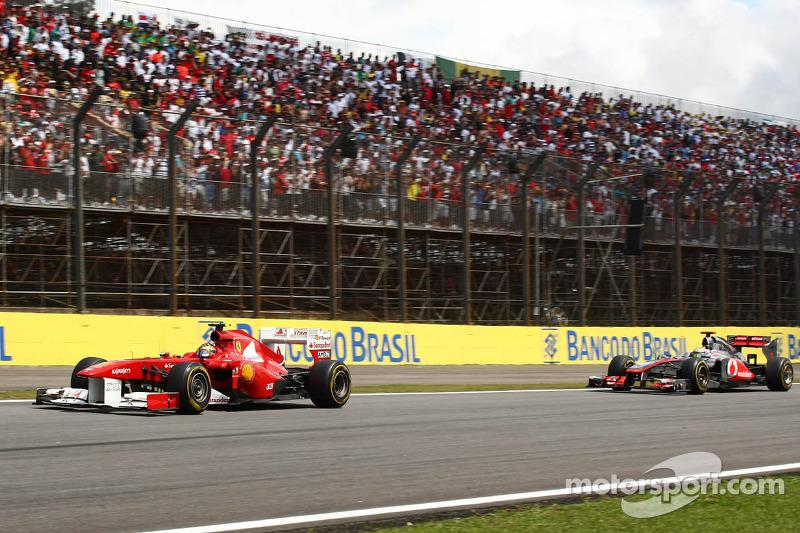Felipe Massa, Scuderia Ferrari leads Lewis Hamilton, McLaren Mercedes