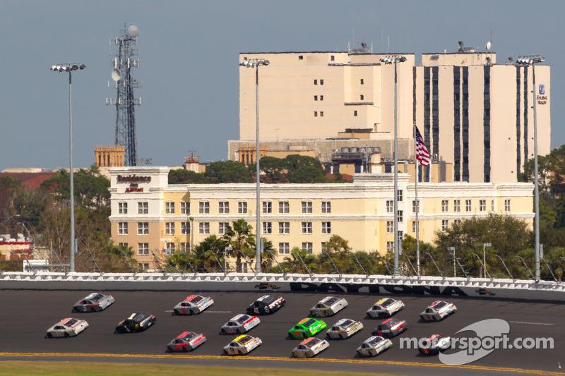 Kasey Kahne, Hendrick Motorsports Chevrolet en Denny Hamlin, Joe Gibbs Racing Toyota aan de leiding