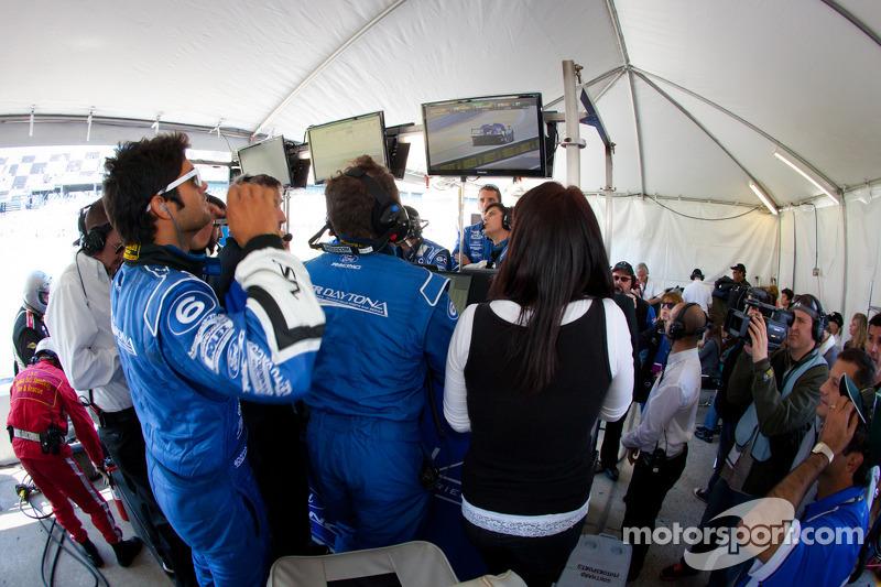 Gustavo Yacaman bekijkt het einde van de race