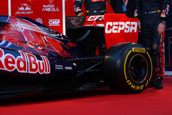 Toro Rosso STR7: Motorhaube und Heckflügel