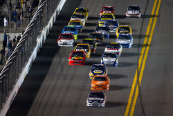 Dale Earnhardt Jr., Hendrick Motorsports Chevrolet leads the field