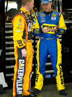Jeff Burton, Richard Childress Racing Chevrolet y Matt Kenseth, Roush Fenway Racing Ford