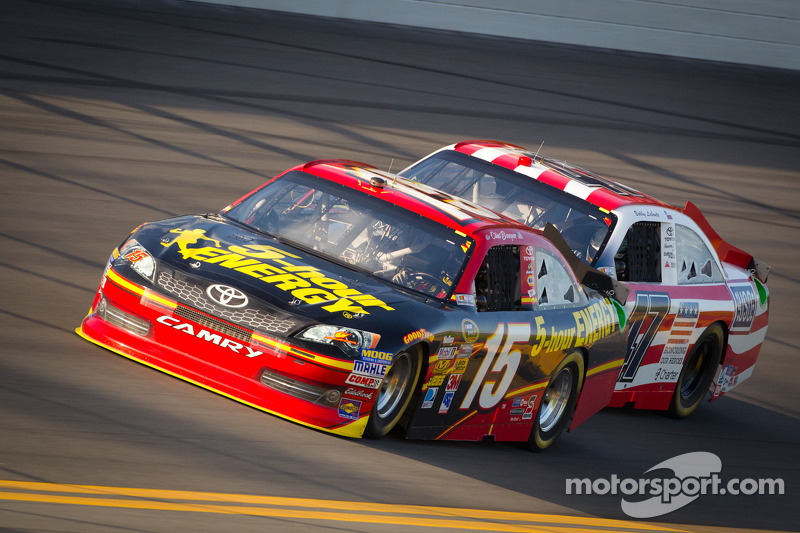 Clint Bowyer, Michael Waltrip Racing Toyota, Bobby Labonte, JTG Daugherty Racing Toyota