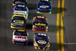 Martin Truex Jr., Michael Waltrip Racing Toyota and Greg Biffle, Roush Fenway Racing Ford