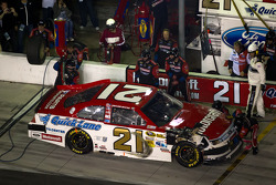 Pit stop for Trevor Bayne, Wood Brothers Racing Ford