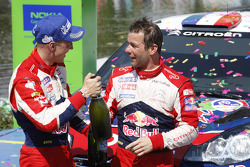 Podio: ganadores Sébastien Loeb y Mikko Hirvonen, Citroën Total World Rally Team