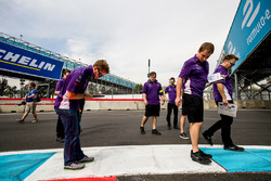 Sam Bird, DS Virgin Racing, checks out the kerbs with his team