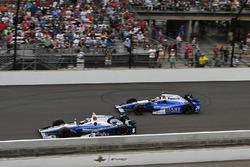 Макс Чілтон (Chip Ganassi Honda) та Такума Сато (Andretti Honda)