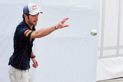 Jean-Eric Vergne, Scuderia Toro Rosso plays boules