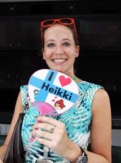Catherine Hyde, girlfriend of Heikki Kovalainen, Caterham with a supportive fan