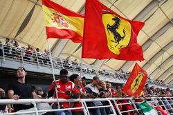 Ferrari fans met vlaggen