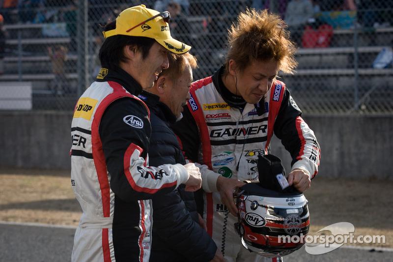 GT300 winnaars Tetsuya Tanaka en Katsuyuki Hiranaka