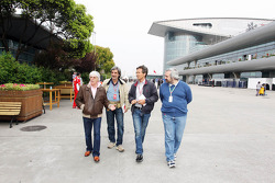 Bernie Ecclestone, CEO Formula One Group, in de paddock