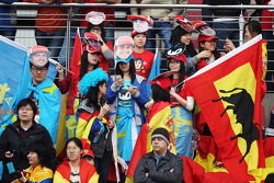 Fernando Alonso, Scuderia Ferrari fans in de tribune
