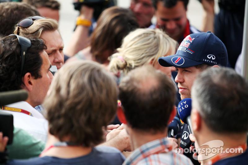 Sebastian Vettel, Red Bull Racing met de media