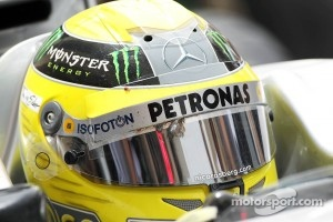 Nico Rosberg, Mercedes AMG F1 with remains of a bird on his helmet visor