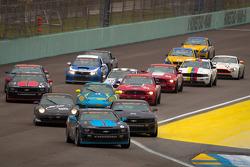 Restart: #6 Mitchum Motorsports Camaro GS.R: Tim Bell, George Richardson leads the field
