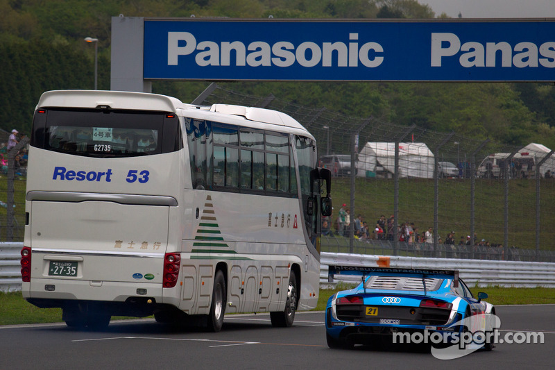 #21 Hitotsuyama Racing Audi R8 LMS: Cyndie Allemann, Akihiro Tsuzuki, Yukinori Taniguchi passes a bus during the racing safari