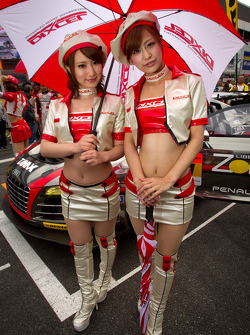 Race queens for #11 Gainer Audi R8 LMS Ultra