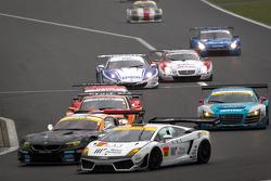 #4 GSR&Studie with Team Ukyo BMW Z4 GT3: Taku Bamba, Masahiro Sasaki and #88 JLOC Lamborghini Gallardo LP600+ GT3: Manabu Orido, Takayuki Aoki battle