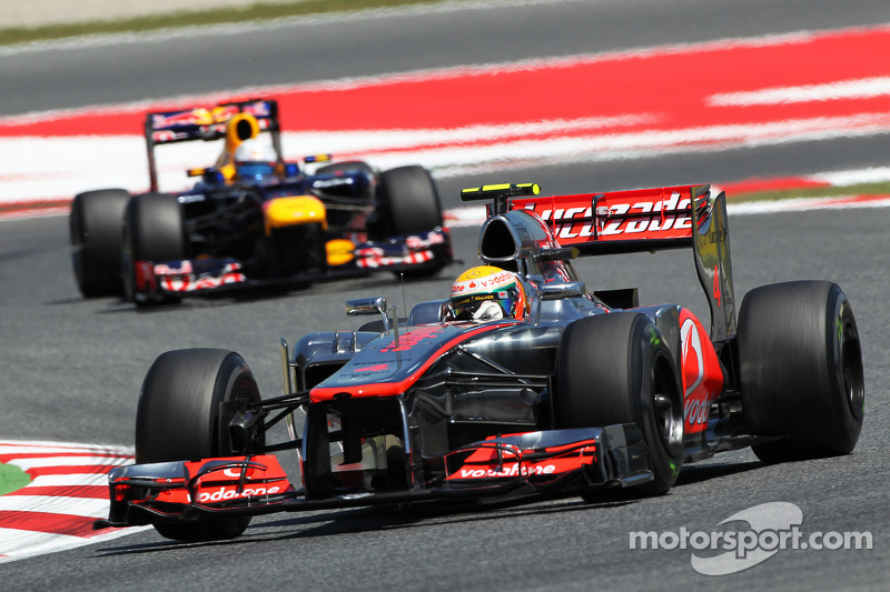 Lewis Hamilton, McLaren voor Sebastian Vettel, Red Bull Racing