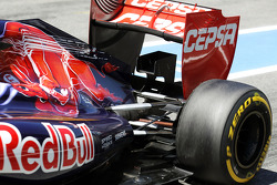Scuderia Toro Rosso STR7 exhaust and rear suspension detail