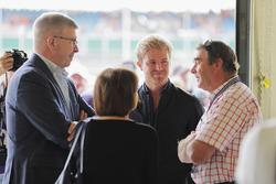 روس براون، المدير العام الرياضي للفورمولا واحد ونيكو روزبرغ ونايجل مانسل