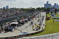 Chevy pace car Graham Rahal, Rahal Letterman Lanigan Racing Honda pit lane red flag