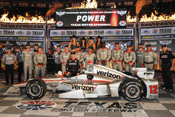 Le vainqueur Will Power, Team Penske Chevrolet, sur la Victory Lane