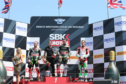 Подіум: переможець гонки Джонатан Рей, Kawasaki Racing, друге місце Том Сайкс, Kawasaki Racing, третє місце Чаз Девіс, Ducati Team