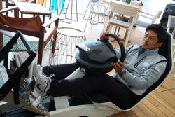 Rio Haryanto di atas Playseat F1