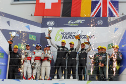 LMGTE Am Podium: eerste plaats Christian Ried, Matteo Cairoli, Marvin Dienst, Dempsey Proton Competition tweede plaats Thomas Flohr, Francesco Castellacci, Miguel Molina, Spirit of Race, derde plaats Paul Dalla Lana, Pedro Lamy, Mathias Lauda, Aston Martin Racing